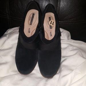 New CLARK'S Black Jazz Shoes, Sz 11 soft cushion.